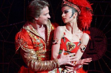 Alexandra Timofeyeva and Mikhail Lobukhin of Les Saisons Russes in The Firebird. Photo © Valeria Komissarova