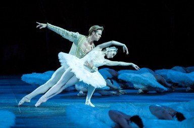 Tamara Rojo and Matthew Golding in Swan Lake. Photo David Jenson