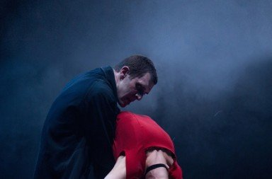 Jonathan Goddard as Dracula and Kirstin McGuire as Lucy Westerna in Mark Bruce's 'Dracula'. Photo © Colin Hawkins