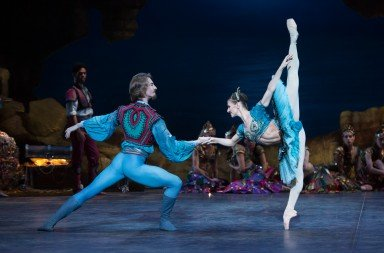 Alina Cojacaru and Vadim Muntagirov in English National Ballet's 'Le Corsaire'. Photo © Arnaud Stephenson