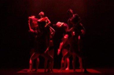 Wayne McGregor Random Dance in Atomos.  Photo © Ravi Deepres