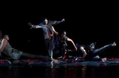 Century Contemporary Dance Company in Yao Shu-fen's 'Wings of Desire. Photo © CCDC