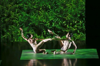 Huang Pei-hua and Tsai Ming-yuan in Pollen II from Lin Hwai-min's Rice. Photo © Liu Chen-hsiang