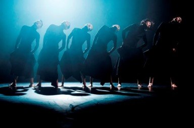 Tao Dance Theatre in '6 - The Sami Chinese Project'. Photo © Andreas Nilsson