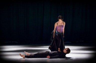 Mariko Kida and Kristóf Varnagy in Örjan Andersson's Exposition and the Body. Photo © Markus Gårder