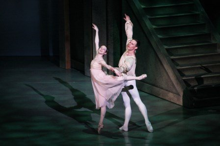 Catherine Garrett and Michael Fothergill in Alabama Ballet's 'Romeo and Juliet'.  Photo © Melissa Dooley