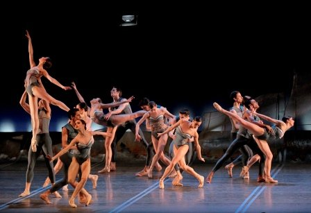 Christopher Wheeldon's 'DGV Danse à Grande Vitesse'.  Photo © Paul Kolnik