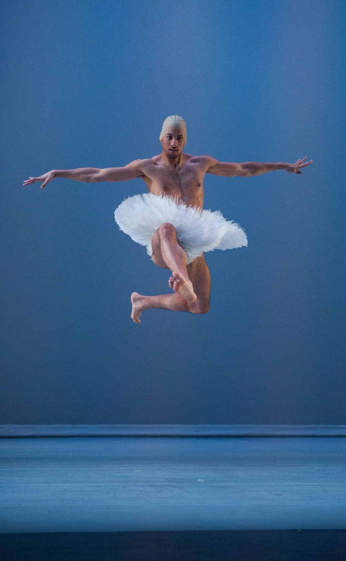 Alex Crozier of Spectrum Dance Theater in 'close to swan lake' Photo ©Rex Tranter.