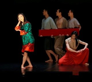 Cloud Gate 2 in Cheng Tsung-lung's 'Dorian Gray'.  Dancers (l-r) Yang Ling-kai, Chan Hing-chung, Luo Sih-wei, Hsu Chih-hen, and Su I-chieh (below). Photo © Liu Chen-hsiang