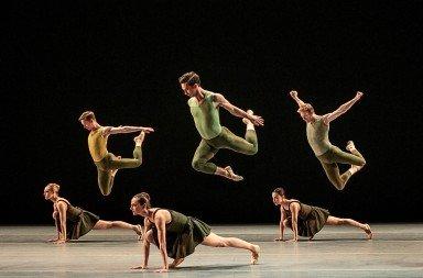 """Smuin Ballet in Caniparoli's """"Tutto Eccetto il Lavandino"""" Photo © Chris Hardy"""
