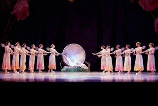 "Pennsylvania Ballet in ""A Midsummer Night's Dream"" Photo © Alexander Iziliaev"