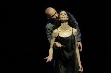 Hamburg Ballet in John Neumeier's 'Tatjana'.  Photo © Holger Badekow