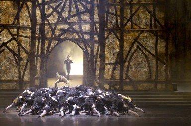 Roland Petit's 'Notre Dame de Paris'.  Photo © Paris Opera Ballet / C Leiber