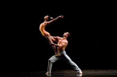 Yuan Yuan Tan and Damian Smith in Wheeldon's 'After The Rain'.  Photo © Erik Tomasson