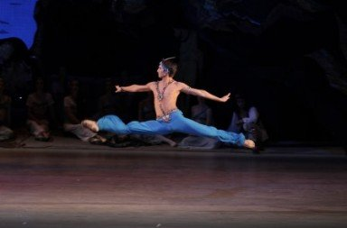 Ernest Latypov in 'Le Corsaire'.  Photo © Natasha Razina