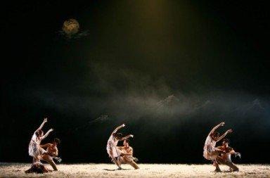 Beijing Dance Theater in 'Dead Fire' from 'Wild Grass'.  Photo © Han Jiang