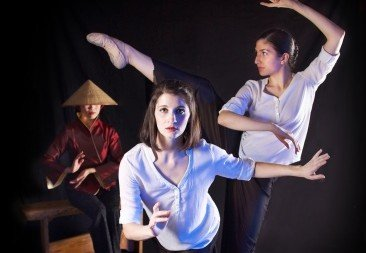 Gin Dance Company in 'The Teller'.  Photo © Lindsay Benson Garrett