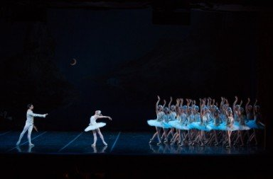 Eris Nezha, Ashley Ellis and artists of Boston Ballet in Mikko Nissinen's 'Swan Lake'. Photo © Rosalie O'Connor