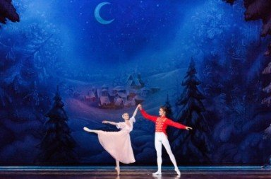 Moscow Ballet La Classique in 'Nutcracker'.  Photo © Nadya Pyastolova