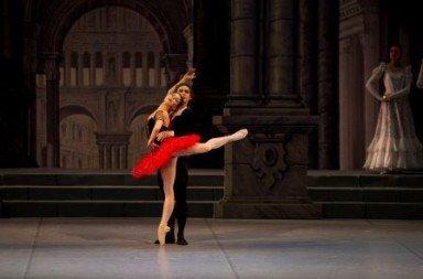 Natalia Osipova and Ivan Vasiliev in the Mikhailovsky Ballet's 'Don Quixote'.  Photo Mikhailovsky Ballet