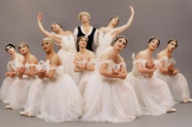 Les Ballets Trockadero de Monte Carlo in 'ChopEniana'. Photo © Les Ballets Trockadero
