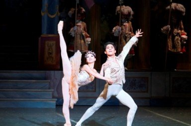Misa Kuranaga as the Sugar Plum Fairy and Jeffrey Cirio as the Nutcracker Prince.  Photo © Gene Schiavone