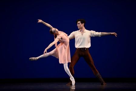 Maria Kochetkova and Joseph Walsh in Robbins' 'Dances at a Gathering'. Photo © Erik Tomasson