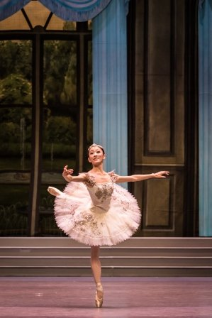 Rosa Park as Aurora in Singapore Dance Theatre's 'The Sleeping Beauty'.  Photo © Bernie Ng