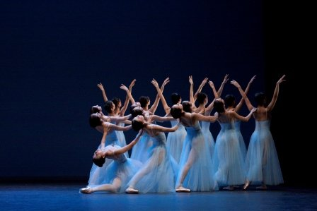 Singapore Dance Theatre in 'Serenade' by George Balanchine.  Photo © Dennis Ng