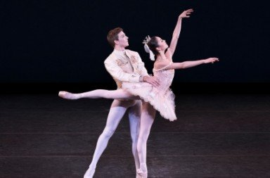 Sasonah Huttenbach and Alec Knight in the Wedding pas de deux from The Sleeping Beauty.  Photo Paul Kolnik