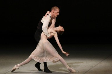 Svetlana Zakharova and Edvin Revazov in Die Kameliendame Photo Holger Badekow
