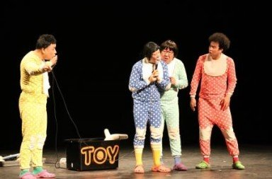 Ongals in Babbling Comedy Suwon Cho (yellow), Kiseop Choi (in blue), Junwoo Choi (pale blue), Kyungsen Chae (red) Photo Katy Kim