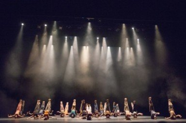 National Youth Dance Company in Jasmin Vardimon's (in between) Photo Tony Nandi
