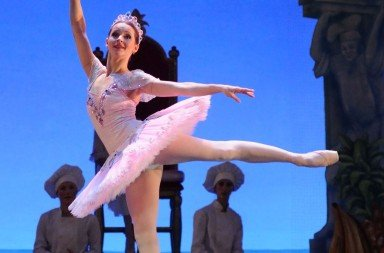 Luana Georg as The Sugar Plum Fairy in Ben Stevenson's The Nutcracker Photo Harri Rospu