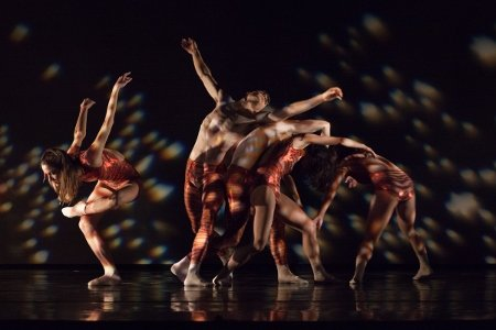 "Diablo Ballet in Robert Dekkers' ""Milieu"" Photo Bérenger Zyla"