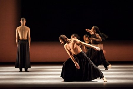 "Akram Khan Company in ""Kaash"" Photo Louis Fernandez"
