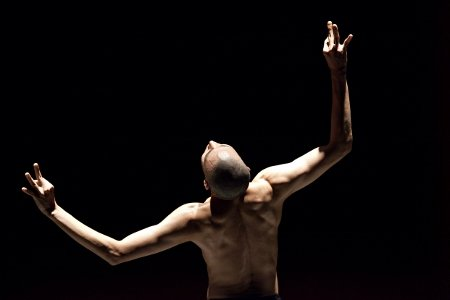 "Sung Hoon Kim in Akram Khan's ""Kaash"" Photo Louis Fernandez"
