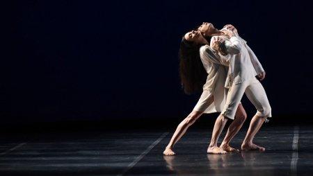 """Alessandra Ferri and Herman Cornejo in the pas de deux from Angelin Preljocaj's """"Le Parc"""" Photo Roberto Ricci"""