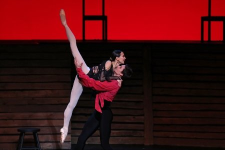 "Mariinsky Ballet's Diana Vishneva and Roman Belyakov in ""Carmen Suite"" Photo Julieta Cervantes"