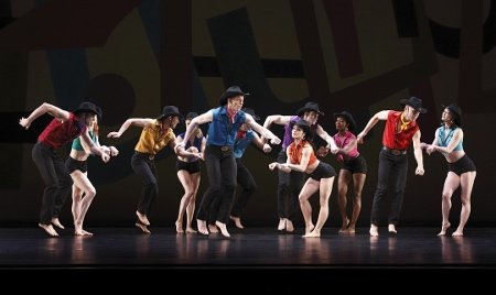 "Paul Taylor Dance Company in ""Dilly"" Photo Paul B. Goode"