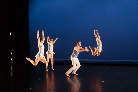 "Six Degrees Dance Company in Cecly Placenti's ""In Your Light"" Photo Eric Bandiero"