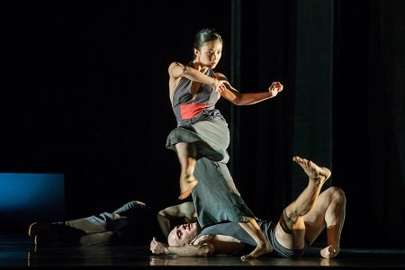 "ODC/Dance's Steffi Cheong and Jeremy Smith in Kate Weare's ""Giant"" Photo Andrew Weeks"
