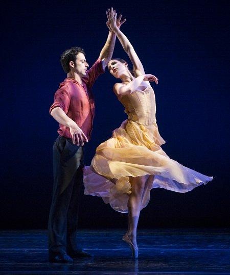 """Pennsylvania Ballet Arian Molina Soca and Lillian Di Piazza in Matthew Neenan's """"Keep"""" Photo Yi-Chun Wu"""