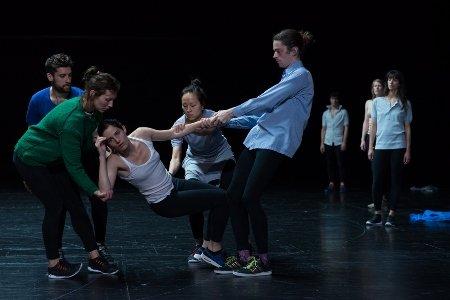 """Dancers from Rosas in """"Golden Hours"""" Photo Anne Van Aerschot"""