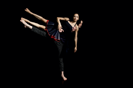 Luiza Yuk and Vinícius Vieira of São Paulo Dance Company in Clébio Oliveira's Céu Cinzento Photo Juliana Hiilal