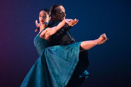 """Ballet Hispanico Eila Valls and Mario Ismael Espinoza in Pedro Ruiz's """"Club Havana"""" Photo Paulo Lobo"""