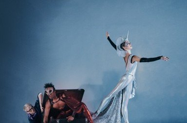 "Diablo Ballet Christian Squires, Jamar Goodman and Tetyana Martyanova in Robert Dekkers's ""Carnival of the Imagination"" Photo Bérenger Zyla"