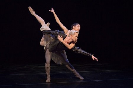 "Diablo Ballet Amanda Farris and Christian Squires in Val Caniparoli's ""Hamlet and Ophelia"" Photo Bérenger Zyla"