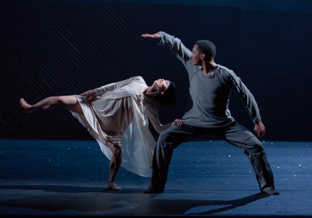 Royal Swedish Ballet Juliet and Romeo Mariko Kida as Juliet and Anthony Lomuljo as Romeo Photo by Gert Weigelt