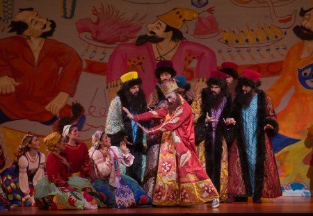 """Gary Chryst and members of American Ballet Theatre in Alexei Ratmansky's """"The Golden Cockerel"""" Photo Rosalie O'Connor"""